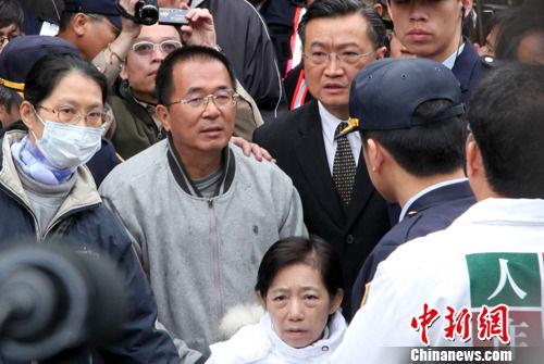 陈水扁(中)资料图 中新社记者 董会峰 摄