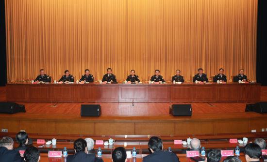 3月17日,公安部召开机关干部大会传达学习全国两会精神。国务委员、公安部部长郭声琨出席会议并讲话。