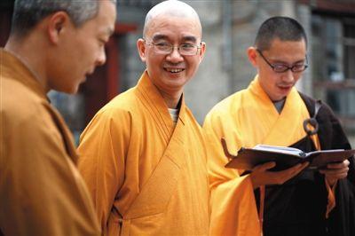 龙泉寺庙门。这里吸收了许多北大清华的高学历人士还俗。新京报记者 浦峰 摄