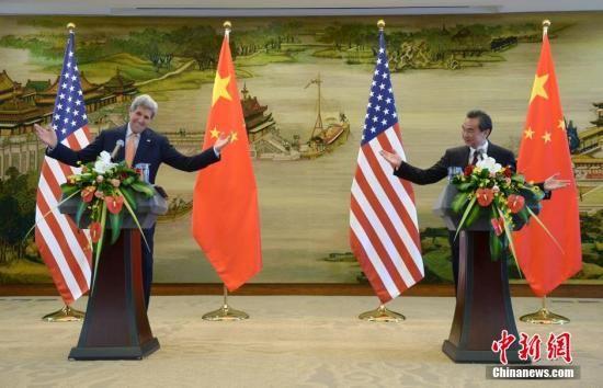 5月16日,中国外交部部长王毅在北京与美国国务卿约翰·克里举行会谈,会谈后双方共同会见记者并回答提问。中新社发 侯宇 摄