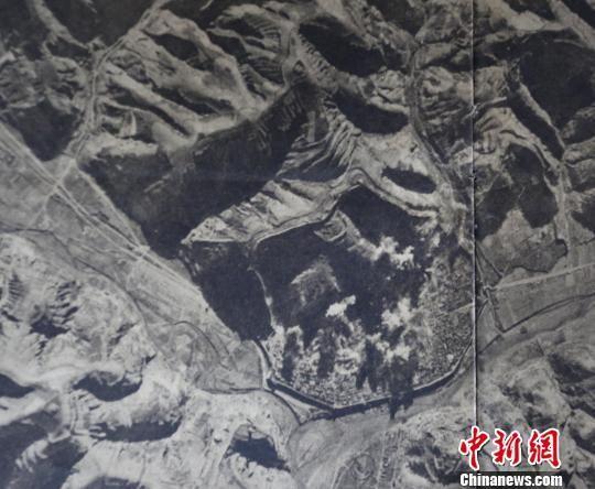 图为日军朝日新闻社随军记者1939年10月拍摄的日本佐濑航空部队轰炸延安图。 北碚区档案馆资料图 摄