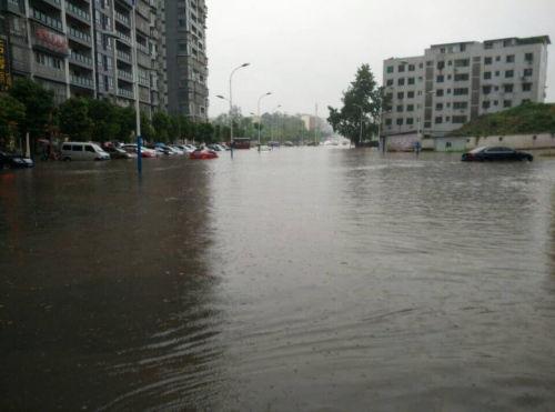 7月13日以来,四川盆地至长江中游一带呈现强降雨,诱发洪水灾祸