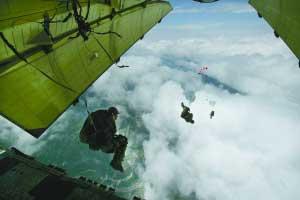 空军大校回忆15人冒险空降茂县过程(组图)