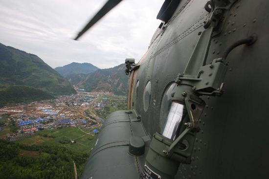 图文:济南军区某陆航团的直升机