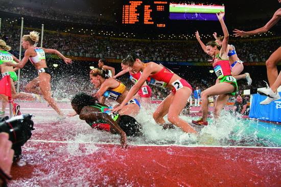 图文:障碍赛运动员们落地后的表情