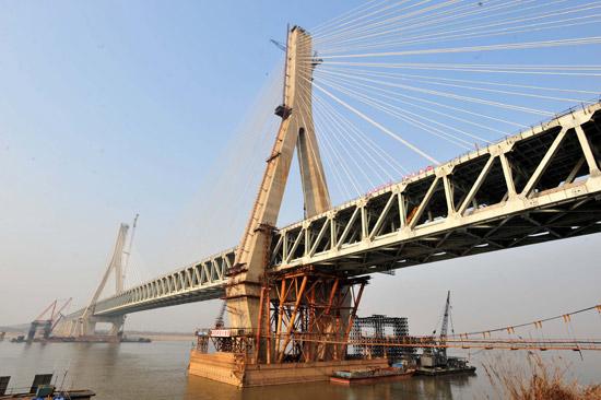 组图:武汉天兴洲长江大桥货运铁路线贯通
