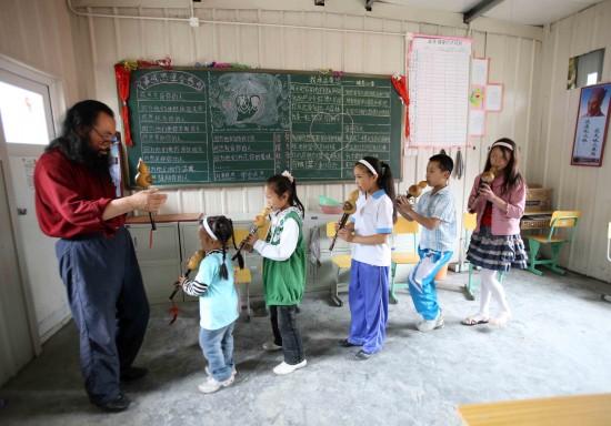 图文:汶川地震一周年地震过后的艺术课