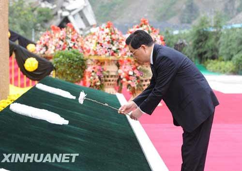 胡锦涛:力争提前一年完成灾区重建目标(组图)