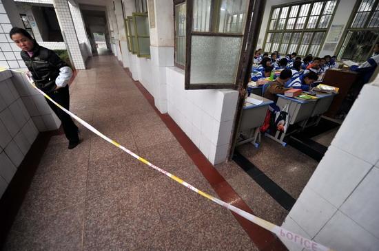 湖南湘乡发生校园踩踏事故造成8死26伤