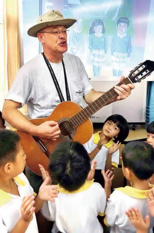 图文:美籍教师收到小朋友的教师节祝福