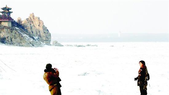 持续低温寒潮致秦皇岛冰海景观提前出现(组图)
