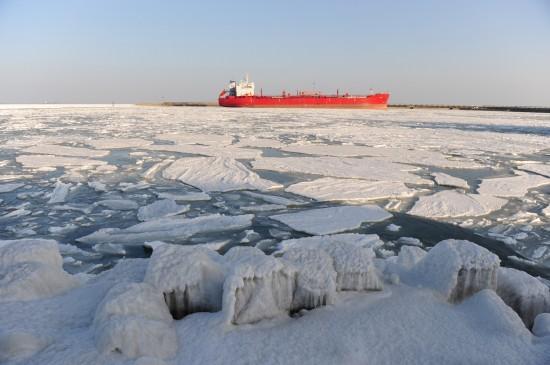 组图:渤海黄海遭遇30年最严重冰冻