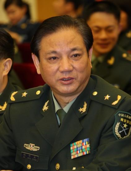 图文:南京军区联勤部部长顾守成代表发言
