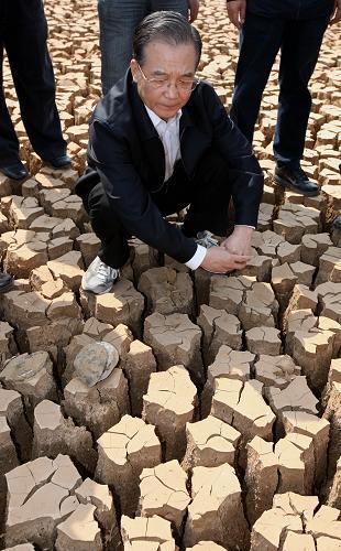 温家宝在云南指导抗旱:不惜代价缓解饮水困难