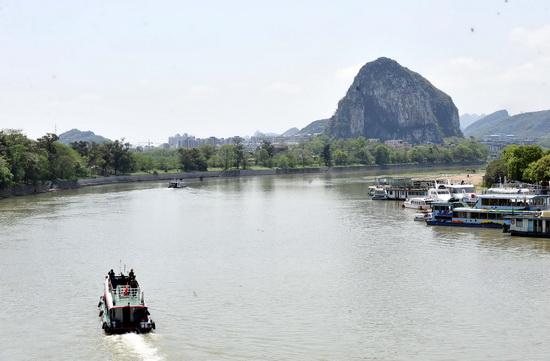 组图:广西漓江旱情缓解恢复全程游览