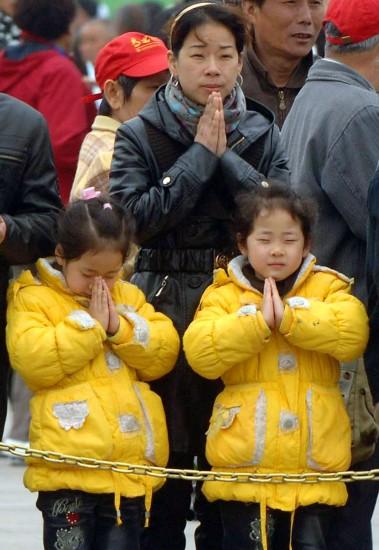 图文:北京悼念玉树地震遇难同胞