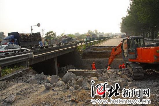 京张高速发生大堵车百余公里路需走两天(组图)
