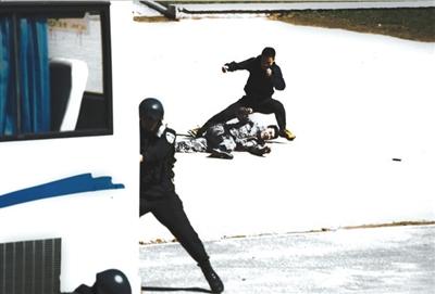 北京举行大规模跨警种武装反恐演练(组图)