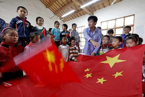 组图:留守儿童们欢快地迎接国庆节图片
