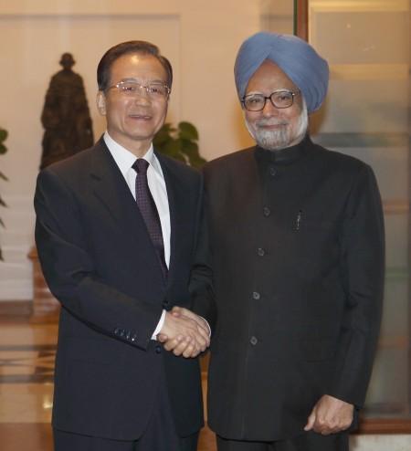 温家宝会见印度总理辛格。