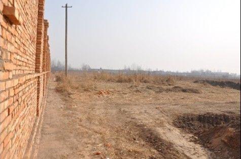 被征土地周边已经开始建起围墙