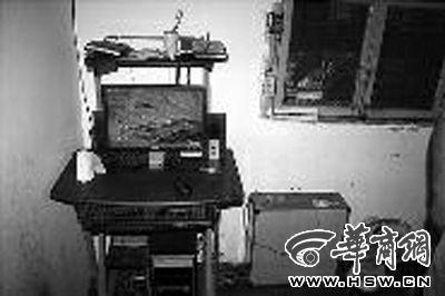 """""""秦火火""""家人在衡阳市市中心的出租屋,这台电脑是2009年""""秦火火""""自己购买的 本组图片由本报记者刘斌摄"""