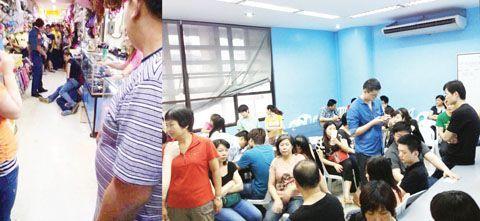 左图为互联网传播一张显示警察将被抓捕者按倒在地的照片。右图为被抓扣的中国人被关押在岷里拉的移民局总部办公室内。(Tony Ramos摄)