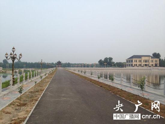 村民称,过年赵国富一家在土豪大院度过 央广网记者 吴�椿� 摄
