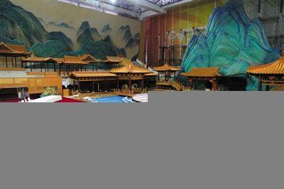水立方APEC晚宴时用的宴会厅。领导人在一张弧形的长餐桌上用餐、观看演出。新京报记者 薛珺 摄