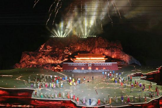 全球最大实景演出《中国出了个毛泽东》。