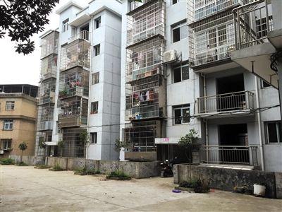 萍乡市某小区。7月9日中午,邹勇在这里被绑架。