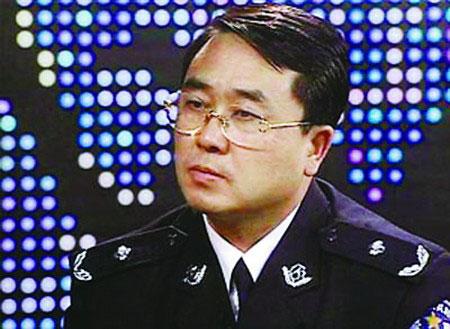 重庆打黑先锋公安局长王立军:要扫黑先治警