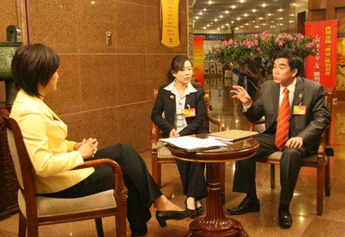 胡小燕:农民工生活成本上涨,工资没涨