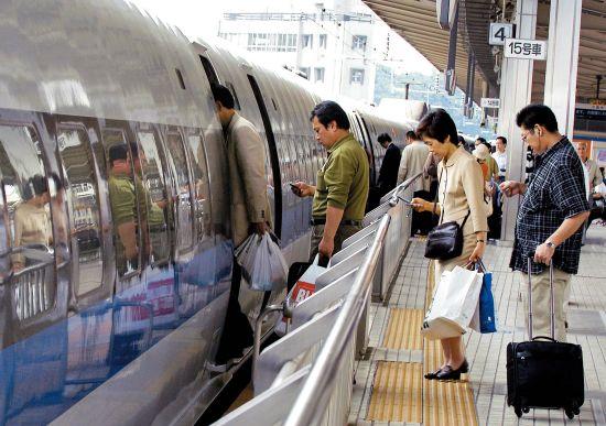 日本新干线是日本交通的主动脉,是世界上第一条高速铁路