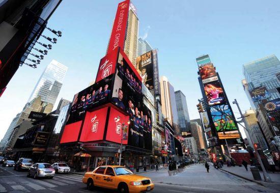 美国纽约时报广场的电子显示屏正在播出《中国国家形象片――人物篇》。
