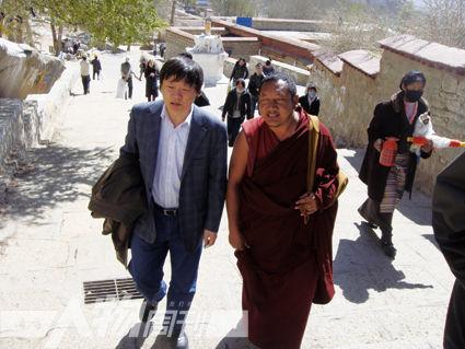 在西藏3.14事件2周年时,采访哲蚌寺