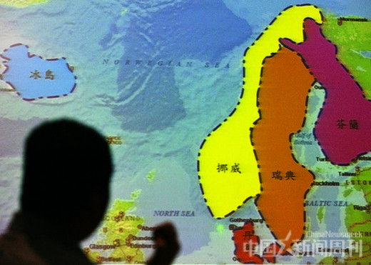 2011年9月2日,北京,黄怒波向记者介绍他在冰岛的土地收购计划。图/CFP