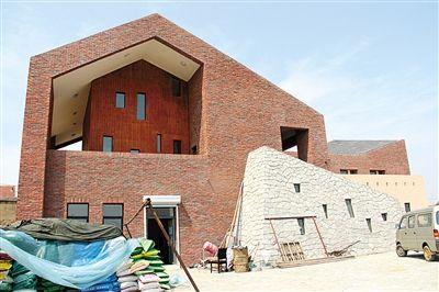 被村支书认为是宋林给家乡唯一的回馈,是一座准备给村委会使用的办公楼。