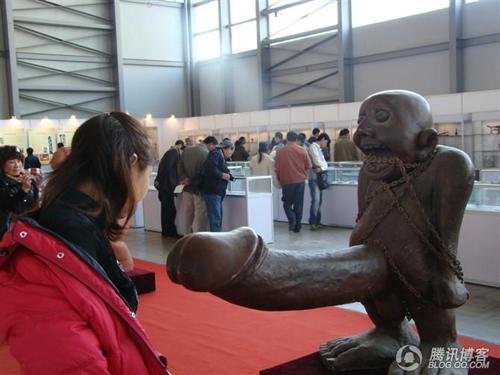 西安性博会2014大妈_大妈性博会发表演讲呼吁中国人不要乱性组图