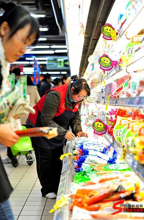 关注那些不能回家过年的人(一):超市工作人员(图)