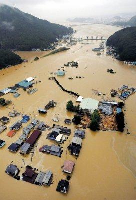 """9 月4 日,台风""""塔拉斯""""席卷日本Kiho,造成洪涝灾害"""