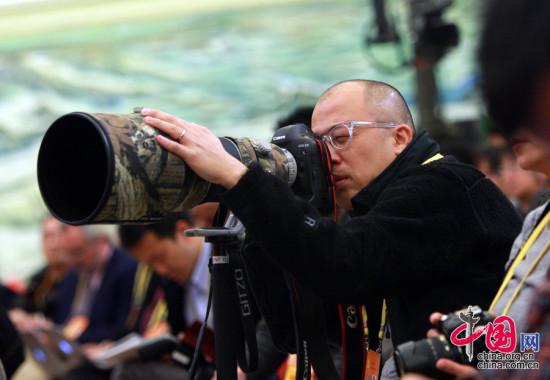 11月7日,十八大新闻发布会上的记者。中国网 董德摄影
