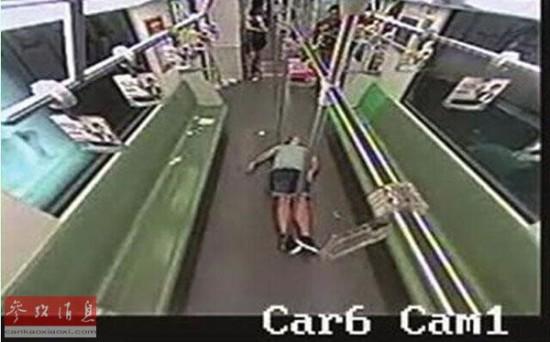 外籍乘客地铁晕倒无人帮不实故事还有另一面