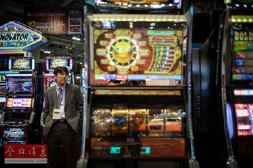 """澳门金沙官方赌场被称为""""掮客""""即""""介绍客人""""的人的代理人在内地四处搜寻潜在的赌客"""