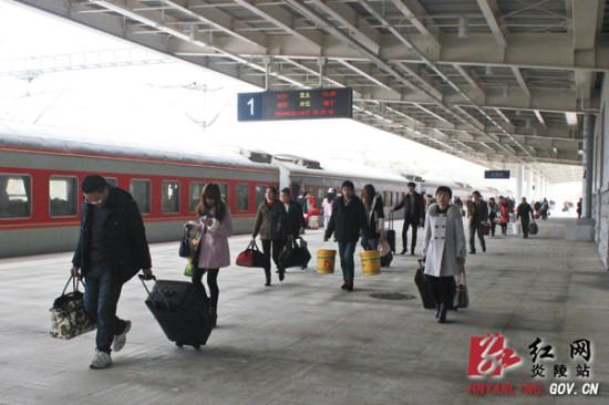 炎陵县:终于坐上了直达炎陵的火车回家过年