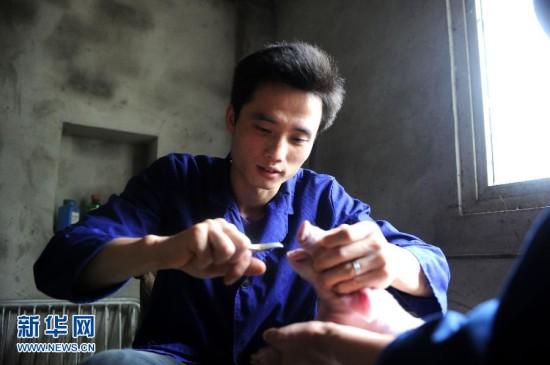 """美媒:就业难 中国农村大学生困惑""""读书无用""""图片"""