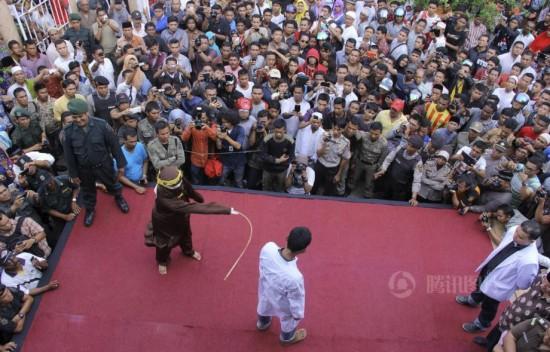 沙特女子遭鞭刑70下