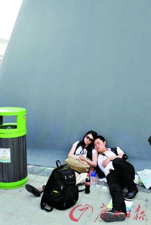 上海世博园昨日开园 热门馆至少要排3小时
