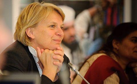 芭芭拉・翁米斯希,德国海因里希・基金会联合主席,《绿色经济批判》一书合著者之一。
