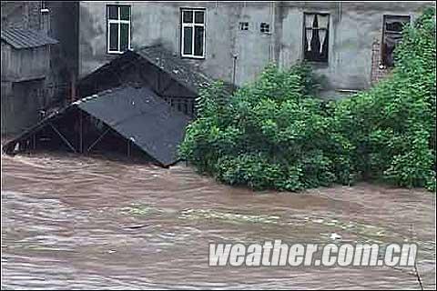 暴雨泥石流为何频繁袭击四川盆地_天气预报